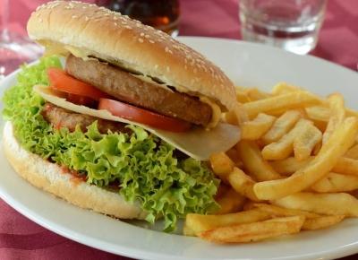 Hodinová plavba s hamburgerem a nápojem